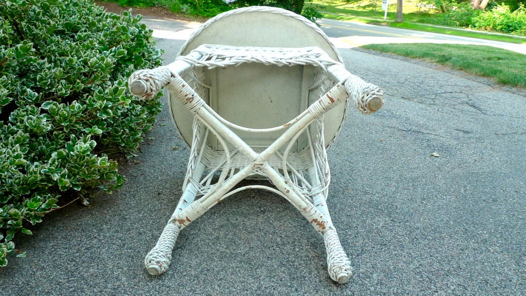 Antique Wicker Round Table 7