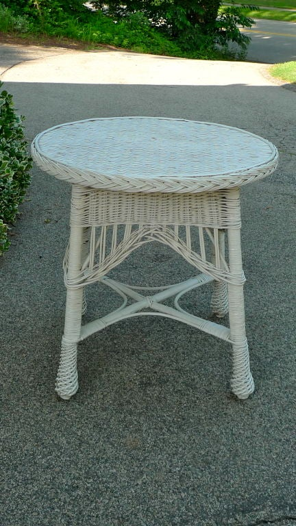 Antique Wicker Round Table 8