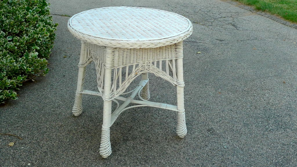 Antique Wicker Round Table 9