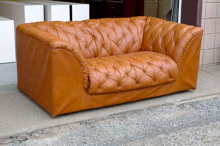 1970 39 s italian tufted leather small sofa by ambienti for Small tufted sofa