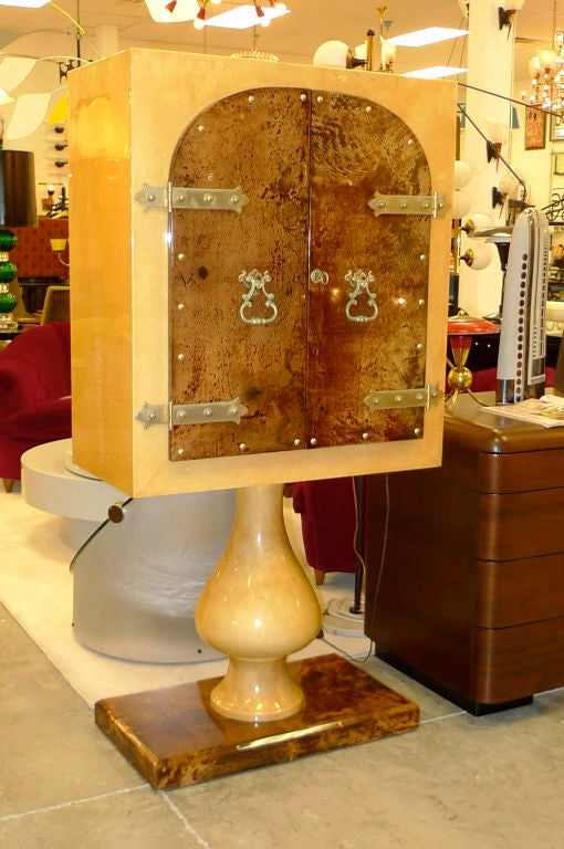 Lacquered Aldo Tura Mirrored Cabinet Bar on Pedestal Stand