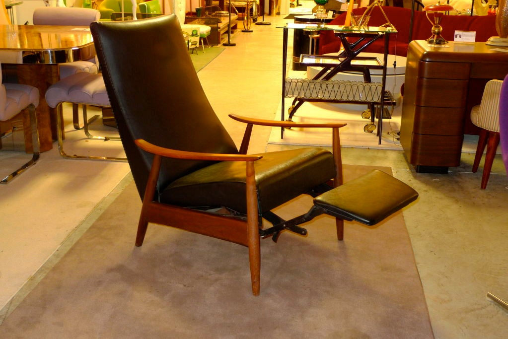 Pair Of Milo Baughman Reclining Lounge Chairs At 1stdibs