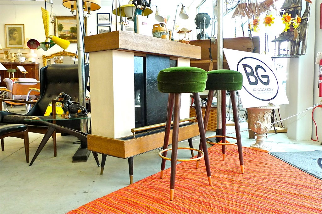 1940 S Italian Standing Bar With Pair Of Stools At 1stdibs