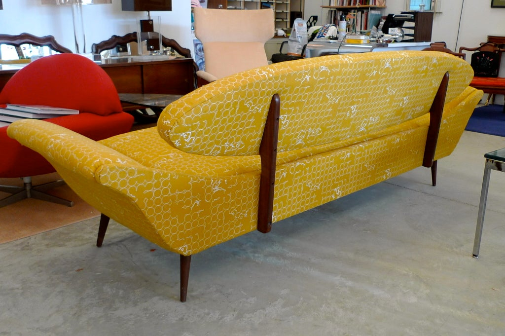Surfboard-Back Gondola Sofa In Excellent Condition For Sale In Hingham, MA