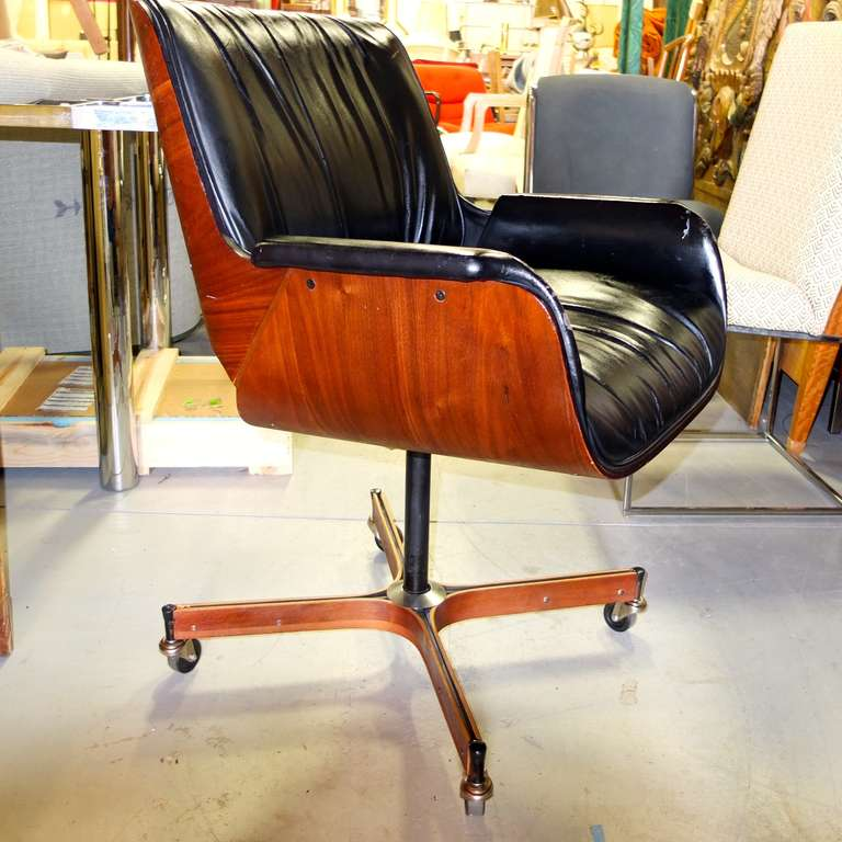 Good Executive Desk Chair By George Mulhauser For Plycraft 3