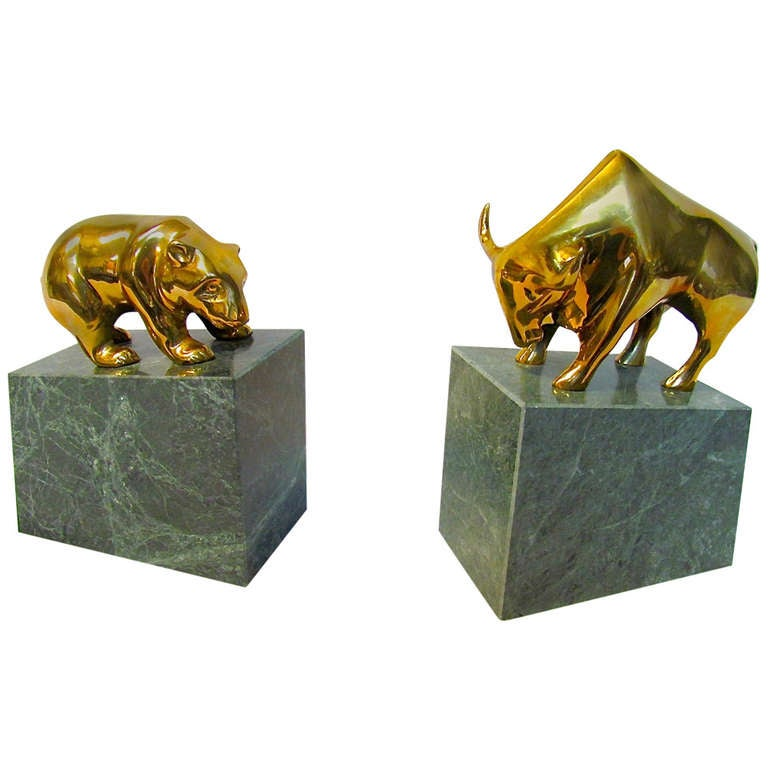 Attirant Bull And Bear Brass And Marble Bookends For Sale