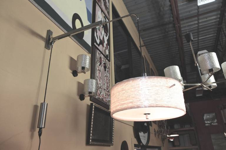 French 1950s Counterbalance Swing-Arm Wall Lamp by Lunel For Sale 1