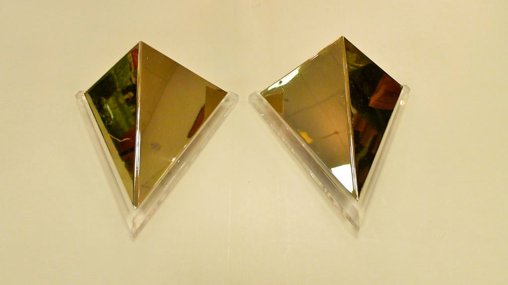 Mid-Century Modern Pair of Lucite & Brass Pyramidal Wall Sconces For Sale