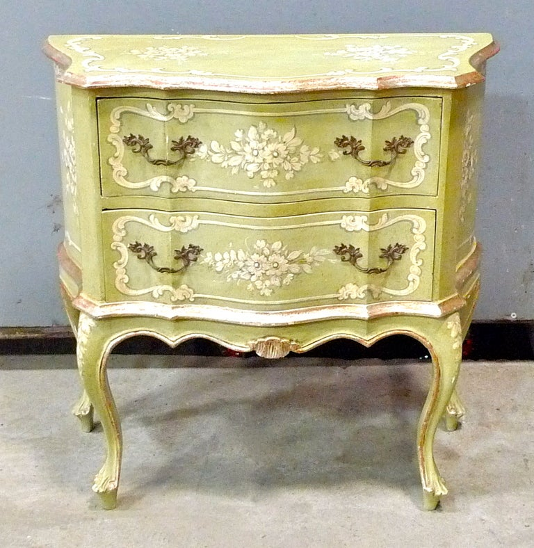 PRICE DISCOUNTED FROM $1,900 FOR 1STDIBS SATURDAY SALE – ONE WEEK ONLY. NO ADDITIONAL DISCOUNTS, NO HOLDS. ITEM WILL BE RETURNED TO REGULAR PRICING AFTER 7 DAYS.   Delightful and feminine hand painted Venetian small chest of drawers (or single