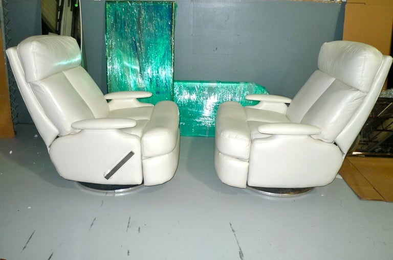 Pair of 1980's Reclining Swivel White Leather Lounge Chairs For Sale 1