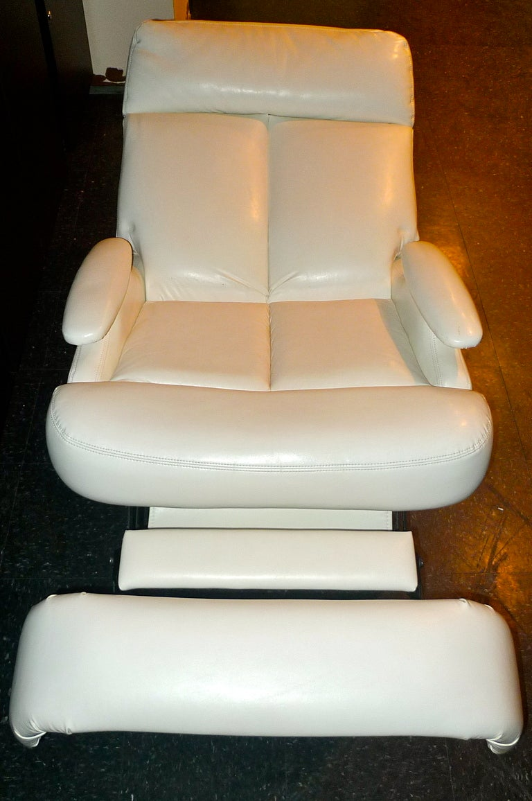 Pair of 1980's Reclining Swivel White Leather Lounge Chairs For Sale 4