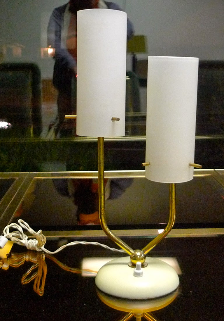 Stilnovo Opaline & Brass Table Lamp For Sale 1