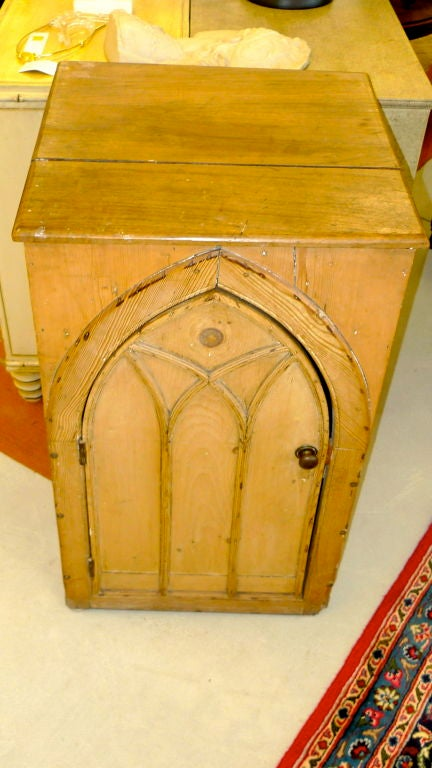 Gothic Cabinet in Knotted Pine In Fair Condition For Sale In Hingham, MA
