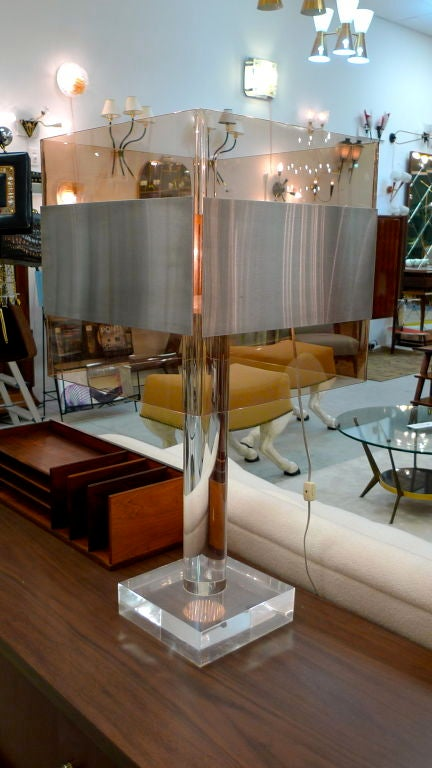 French 1970's Lucite Table Lamp For Sale 2
