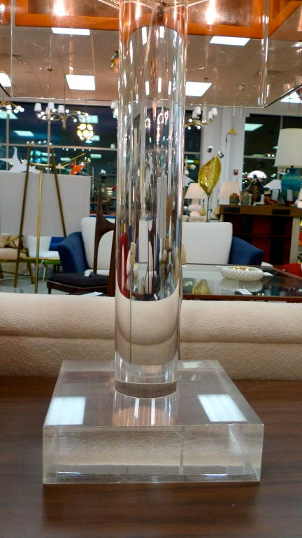 French 1970's Lucite Table Lamp For Sale 5