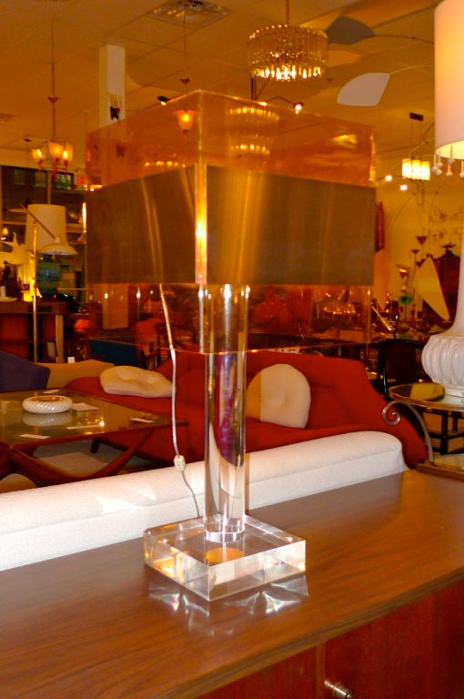 Late 20th Century French 1970's Lucite Table Lamp For Sale