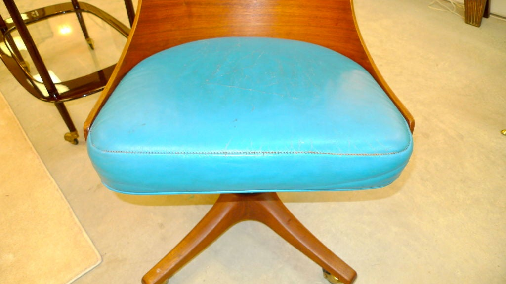 Edward Wormley for Dunbar Swiveling Desk Chair In Good Condition In Hingham, MA