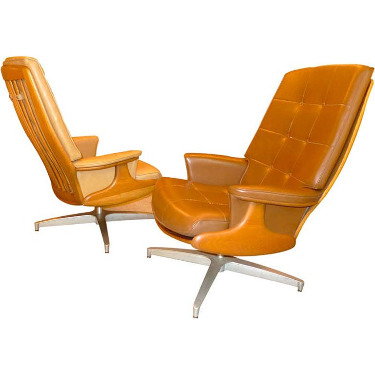 Pair of Heywood Wakefield Swivel Lounge Chairs 1