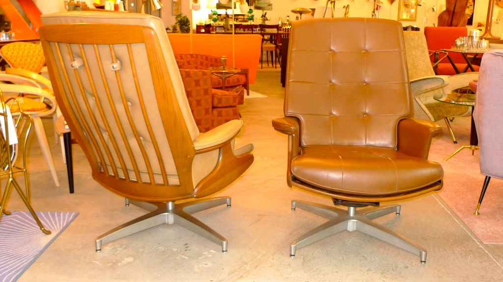 Pair of Heywood Wakefield Swivel Lounge Chairs 9