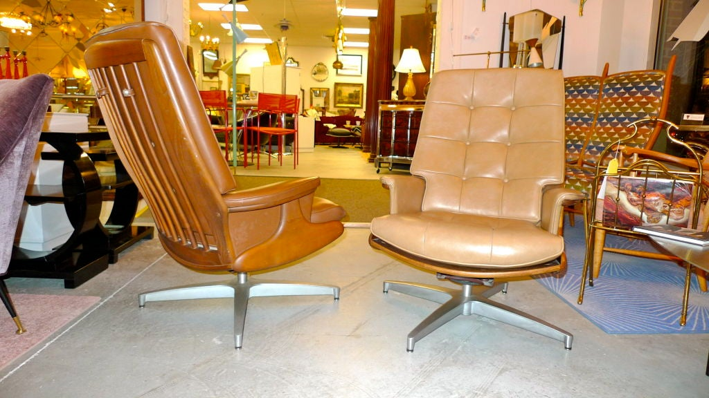 Pair of Heywood Wakefield Swivel Lounge Chairs 10