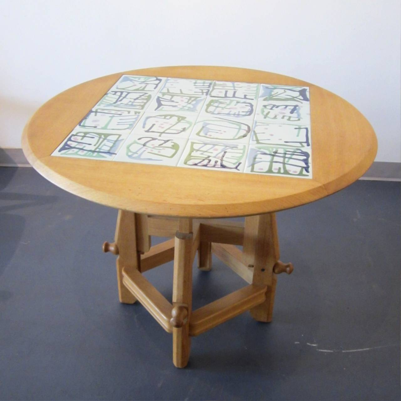 system dining and coffee adjustable table by guillerme et
