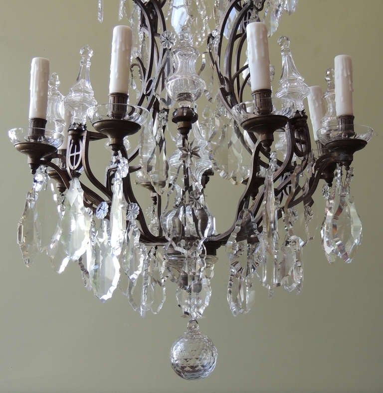 Early 20th Century French Crystal and Bronze Chandelier For Sale 1