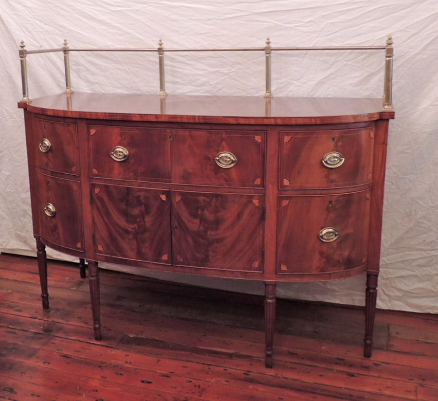 Early 19th C Virginia Sheraton Mahogany Sideboard with Gallery In Excellent Condition For Sale In Charleston, SC