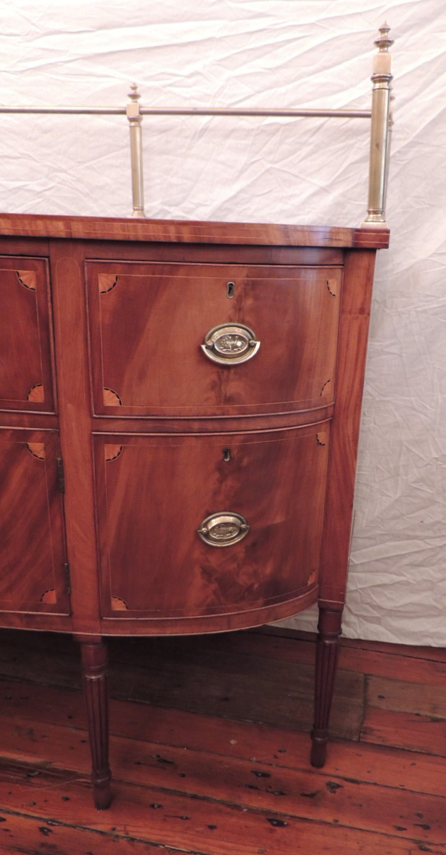 Early 19th C Virginia Sheraton Mahogany Sideboard with Gallery For Sale 2