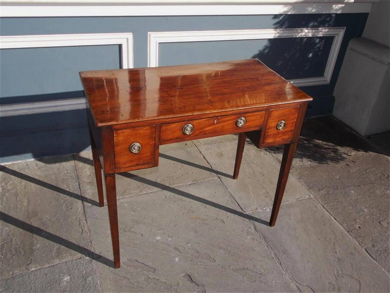 English Hepplewhite Mahogany Three Drawer Writing Table.  Circa 1790 In Excellent Condition For Sale In Charleston, SC