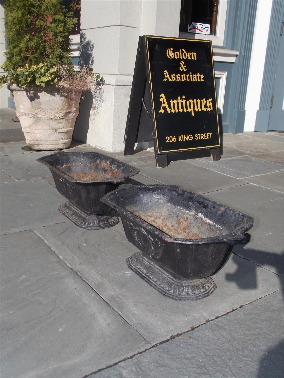 American Empire Pair of American Cast Iron Floral Planters, Circa 1870 For Sale