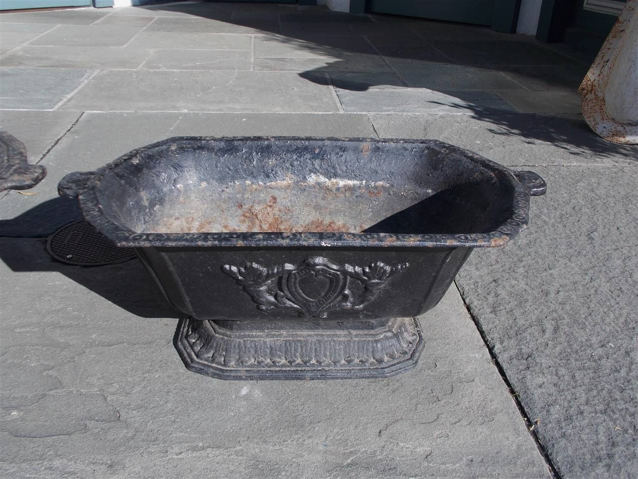 Late 19th Century Pair of American Cast Iron Floral Planters, Circa 1870 For Sale