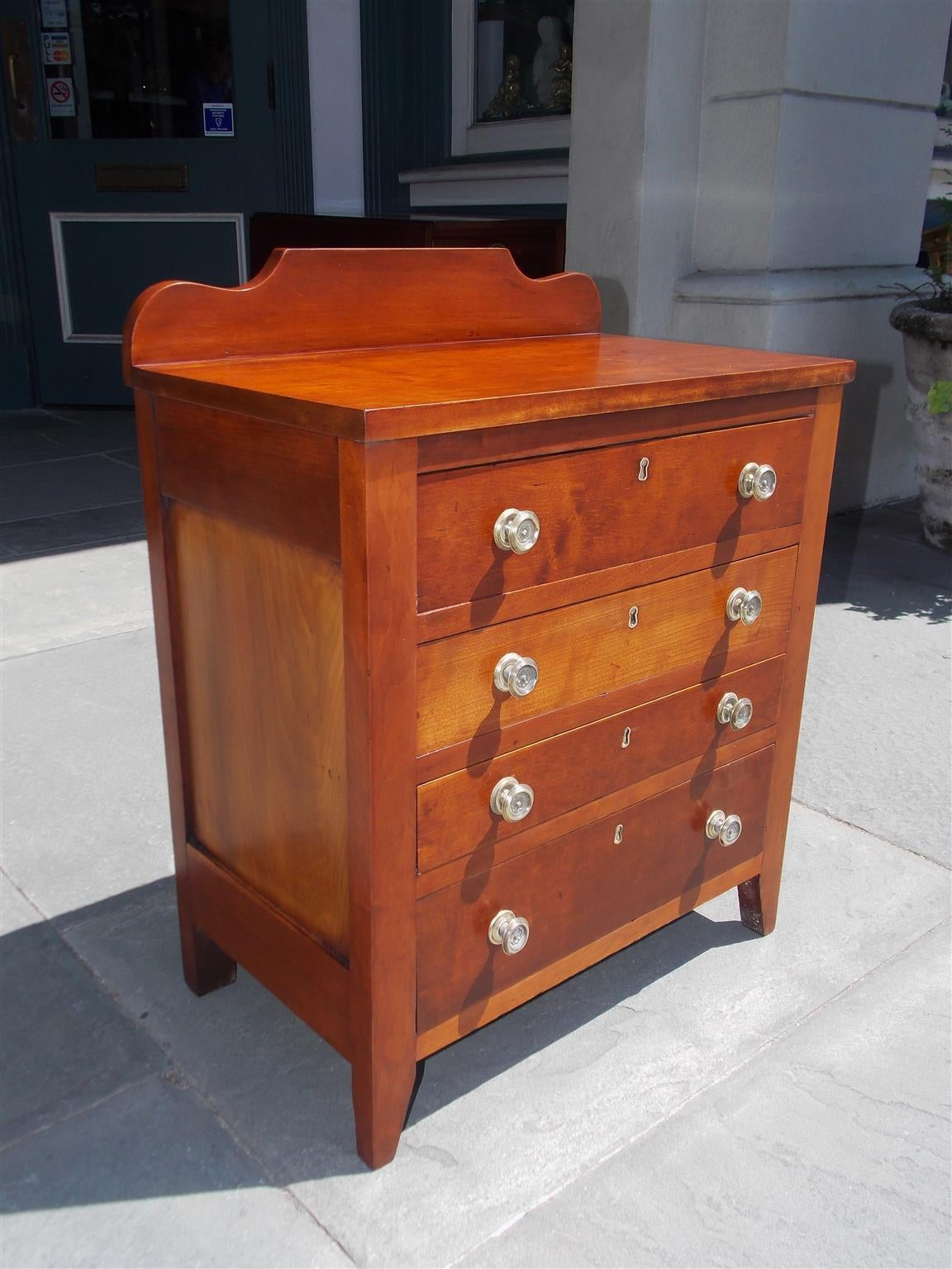 American Cherry Diminutive Chest of Drawers, Circa 1810 In Excellent Condition For Sale In Charleston, SC