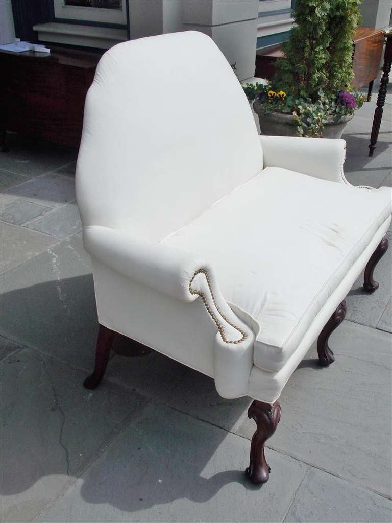 George III English Mahogany Camel Back Settee Upholstered in White Muslin, Circa 1820 For Sale