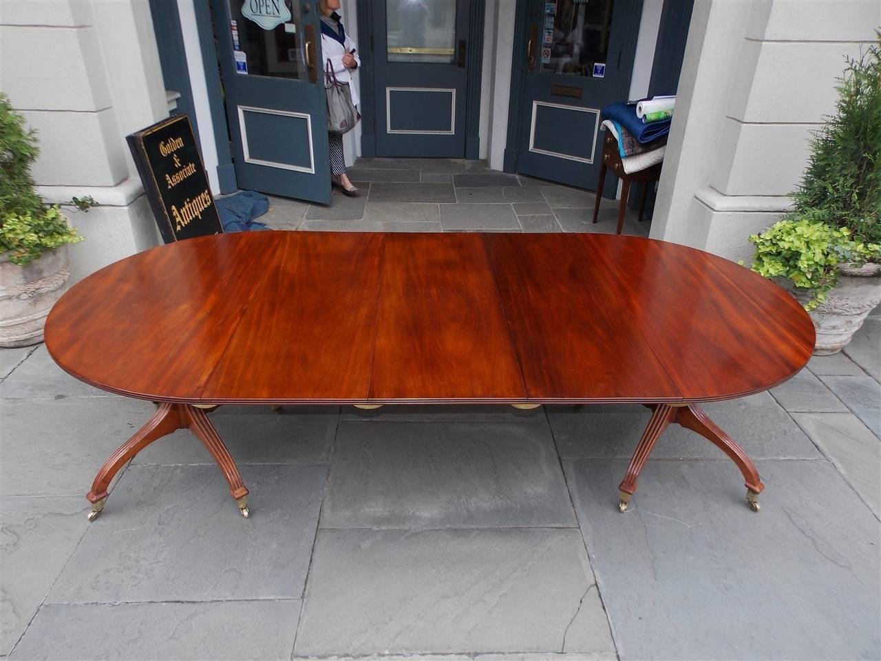 English Mahogany Double Pedestal Dining Table, Circa 1800 In Excellent Condition For Sale In Charleston, SC