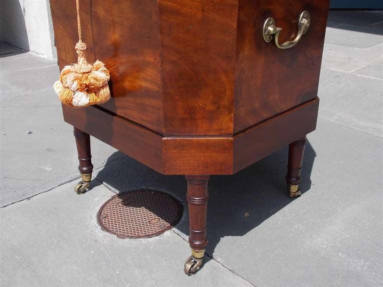 English Mahogany Satinwood Conch Shell Inlaid Wine Cellarette.  Circa 1780 For Sale 2