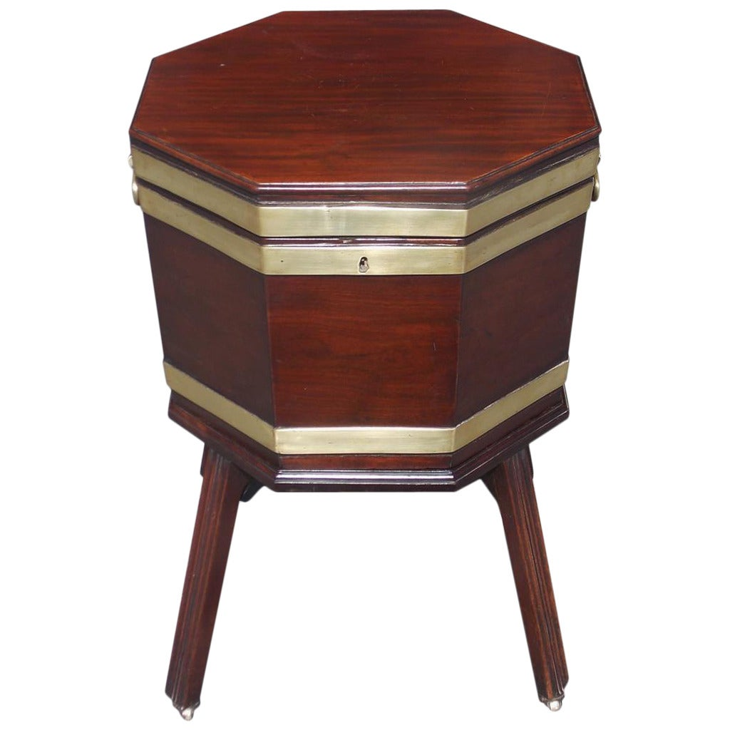 English Chippendale Mahogany Octagonal Cellarette on Stand, Circa 1770