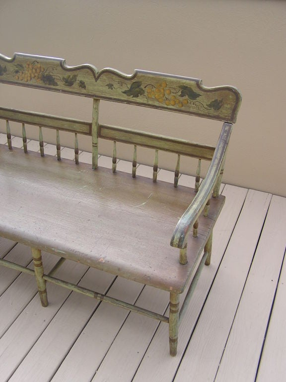 American Fancy Painted Grape Vine Spindle Bench . Baltimore , Circa 1820 In Excellent Condition For Sale In Charleston, SC