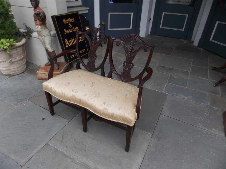 English Chippendale Mahogany Shield Back Settee, Circa 1790 In Excellent Condition For Sale In Charleston, SC