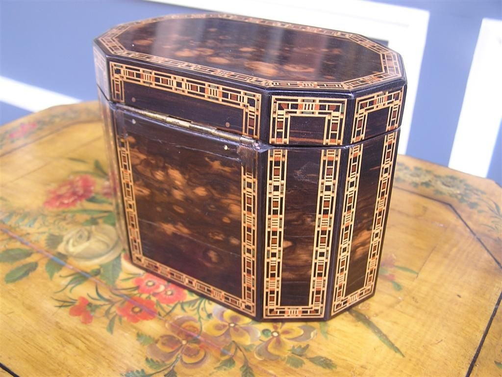 Hand-Crafted English Coromandel Lined Tea Caddy. Circa 1800 For Sale