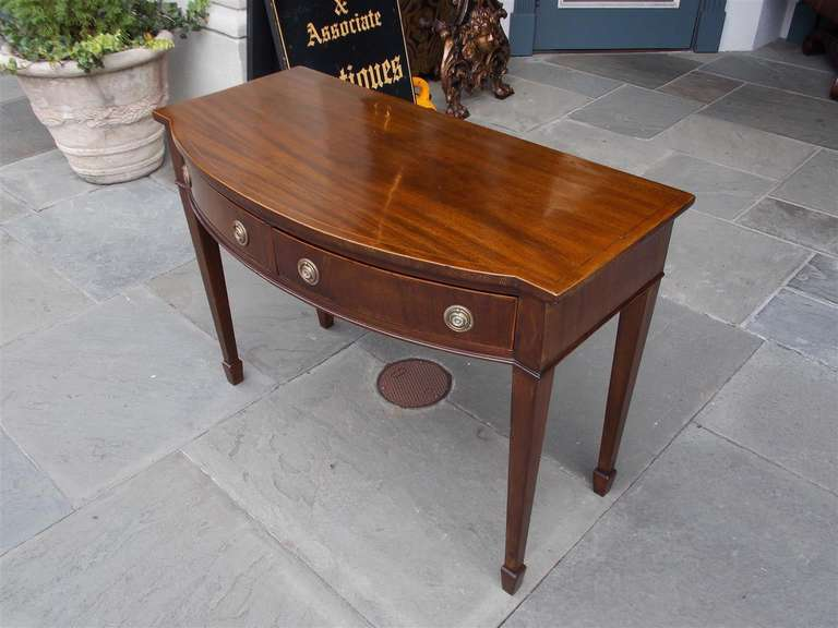 English Hepplewhite Mahogany Bow Front  Inlaid Server, Circa 1790 In Excellent Condition For Sale In Charleston, SC