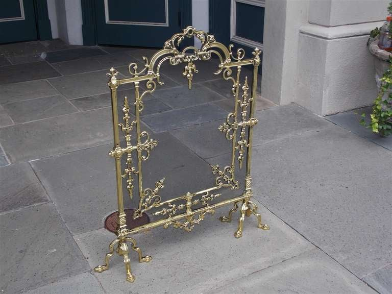 French Brass Free Standing Fire Screen In Excellent Condition For Sale In Charleston, SC