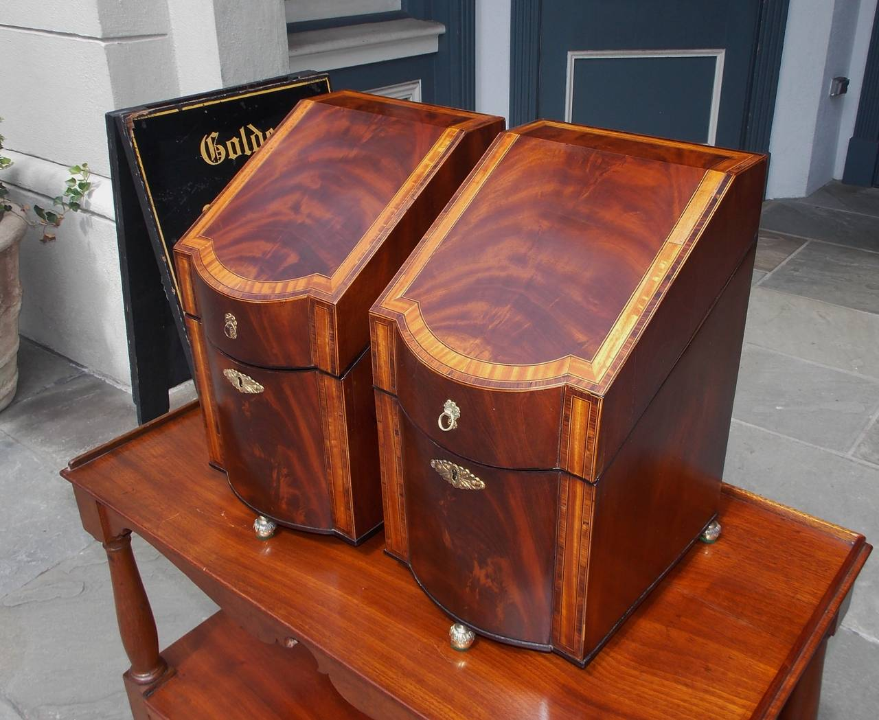 Pair of American Mahogany Inlaid Cutlery Boxes Charleston, SC, Circa 1790 In Excellent Condition For Sale In Charleston, SC
