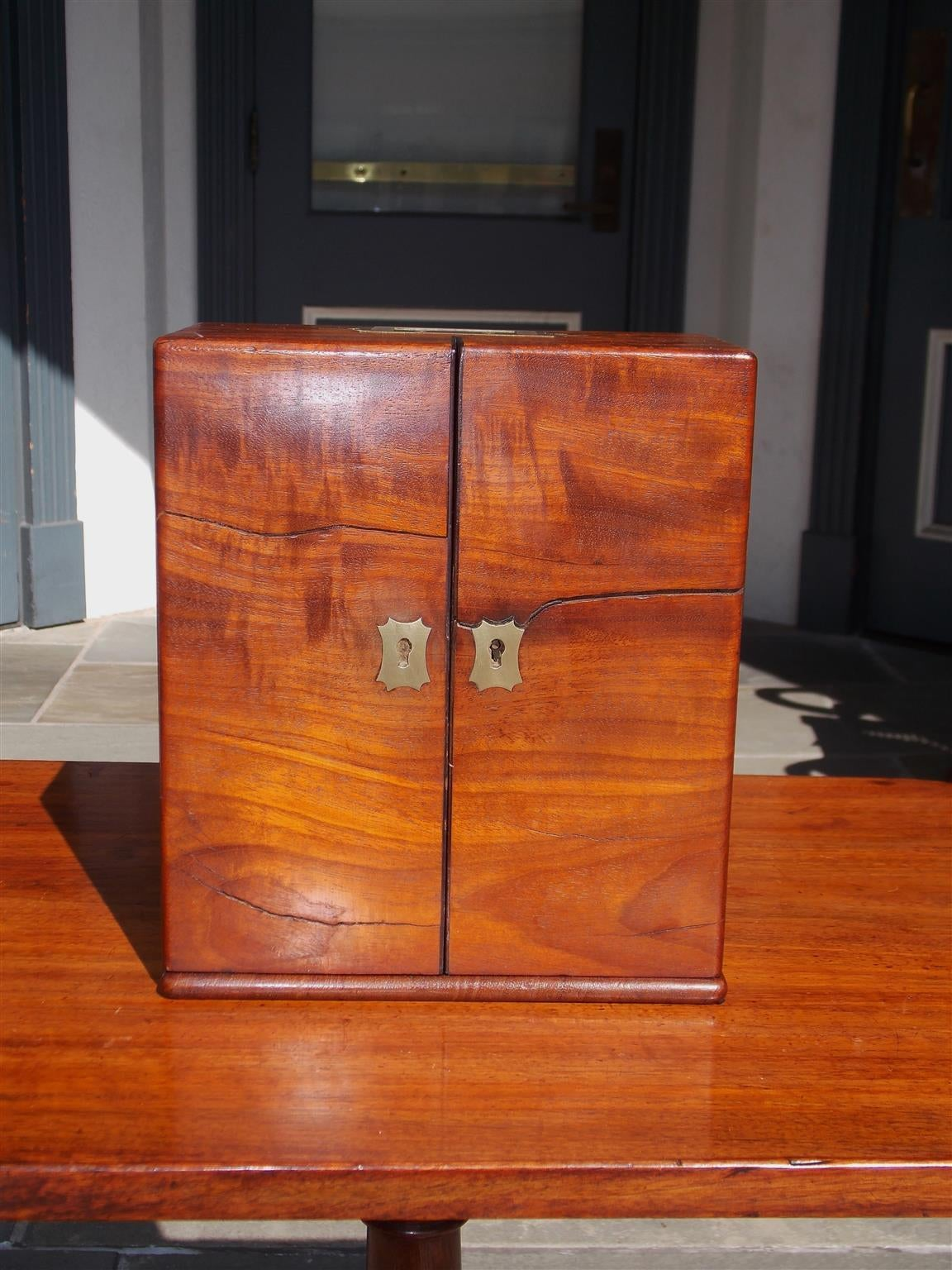 English Mahogany Military Campaign Medical Box, Circa 1820 In Excellent Condition For Sale In Charleston, SC