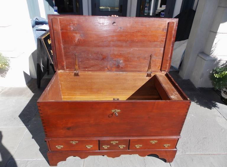 18th Century and Earlier American Queen Anne Walnut Blanket Chest, Pennsylvania, Circa 1740 For Sale