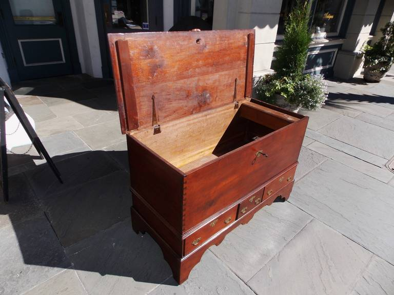 American Queen Anne Walnut Blanket Chest, Pennsylvania, Circa 1740 For Sale 1