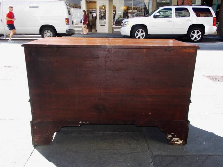 American Queen Anne Walnut Blanket Chest, Pennsylvania, Circa 1740 For Sale 3