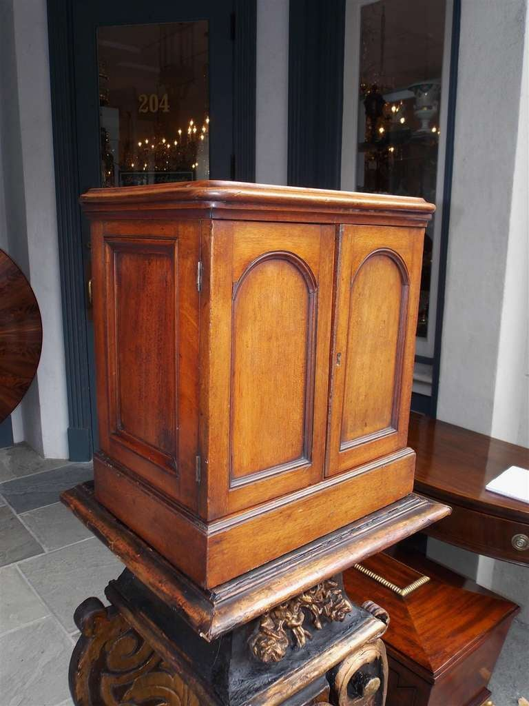 English Mahogany Campaign Medical Box. Circa 1830 In Excellent Condition For Sale In Charleston, SC