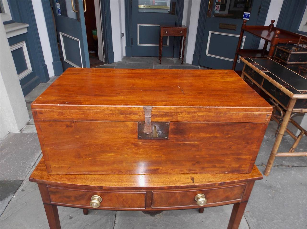 English lime wood military Campaign chest with exposed dove tails, original side handles and locking mount, Early 19th century.