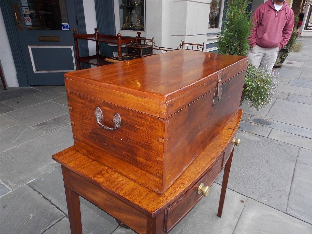 English Lime Wood Military Campaign Chest, Circa 1810 In Excellent Condition For Sale In Charleston, SC