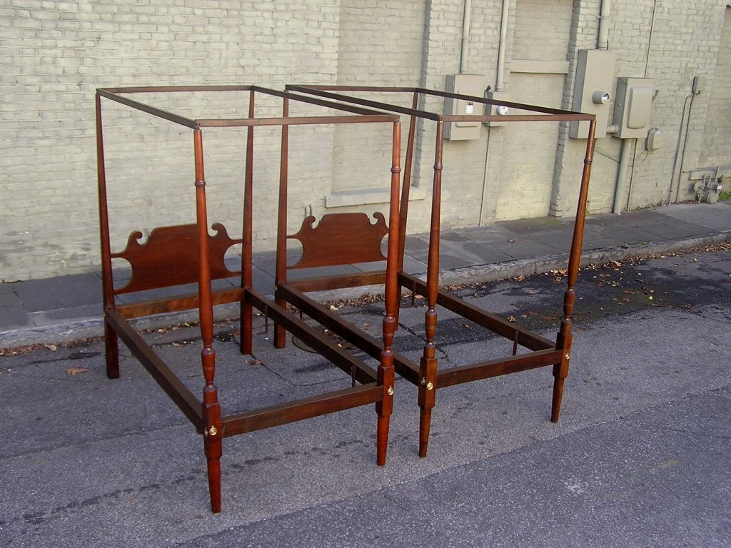 Pair of American Twin Tester Beds In Excellent Condition For Sale In Charleston, SC